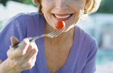 menopozda beslenme listesi,menopozda beslenme pdf,erken menopozda beslenme,7 günlük menopoz diyeti, menopoza girerken nasıl beslenmeli,menopozda beslenme ilkeleri,menopoz döneminde yapılması gerekenler,menopozda kilo verenler